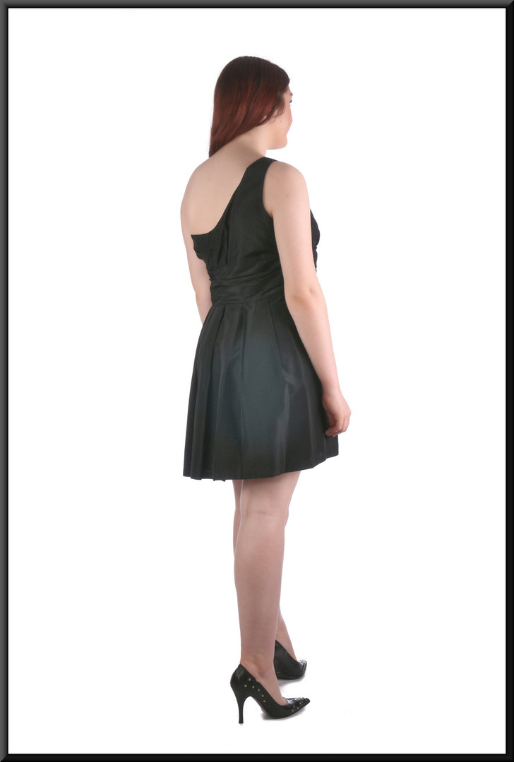 Single shoulder strap cocktail dress, black, size 16, model height 5'7""