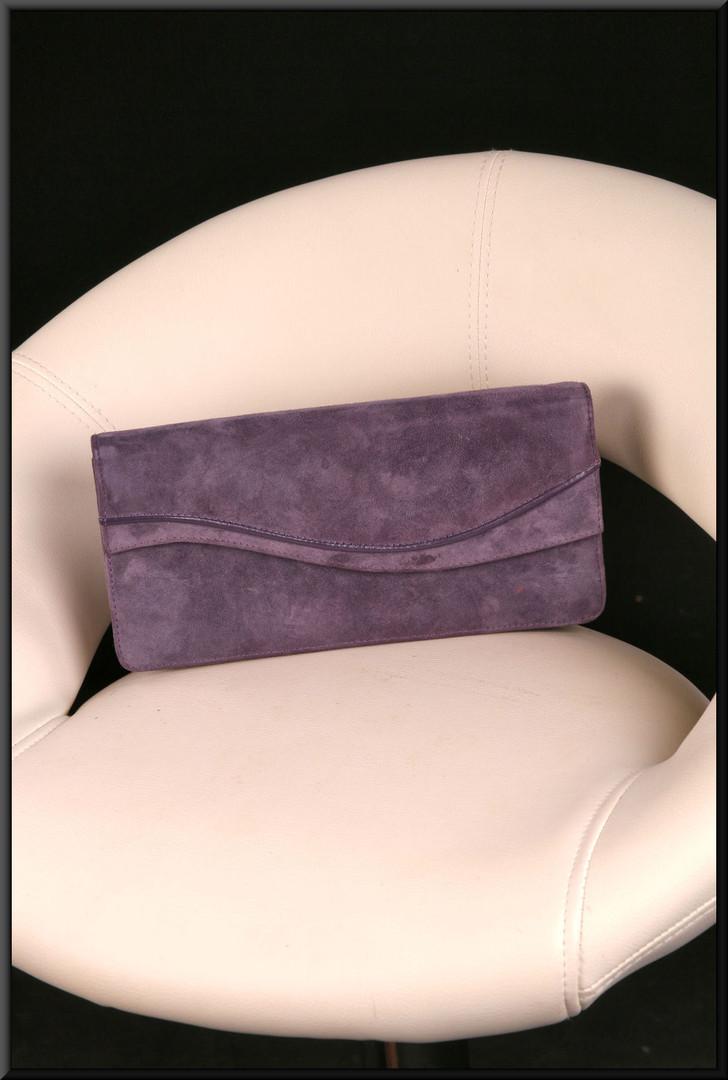 Dark maroon felt-effect clasp / shoulder bag with leather effect shoulder strap