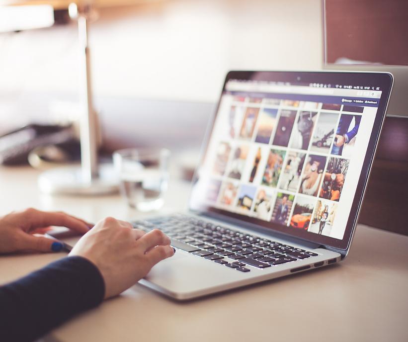 quem somos: Uma agência de marketing digital que desenvolve o posicionamento de marcas e empresas nas redes sociais, com planejamento, estratégia e compromisso com resultados.