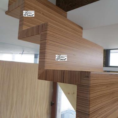 Escalier en multiligne hêtre.
