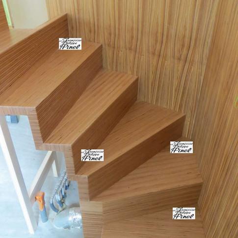 Escalier en multiligne Hêtre