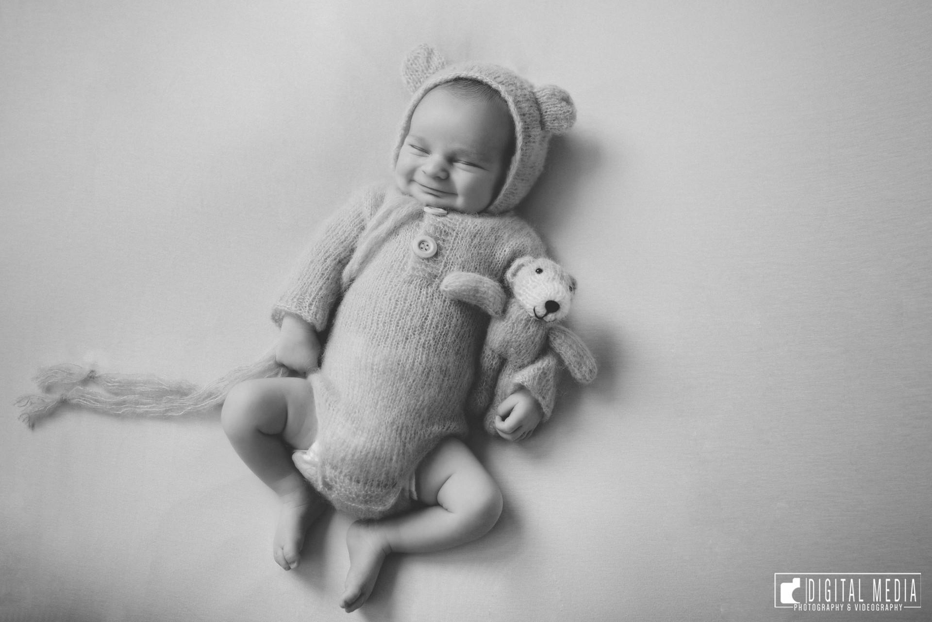 Radu Damian Newborn 112.jpg