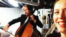 Contrabas, cello en viool opnemen met Brendan Jan Walsh voor de 5de Weekly Music Challenge