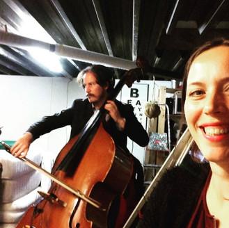Contrabas, cello en viool opnemen met Brendan Jan Walsh voor de 5de Weekly Music Challenge