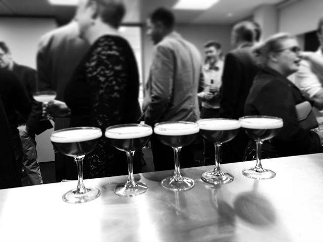 Cocktail making Edinburgh, Cocktail masterclass Edinburgh, Mobile bar Edinburgh, Mobile cocktail bar Edinburgh, Mobile Gin Bar Scotland