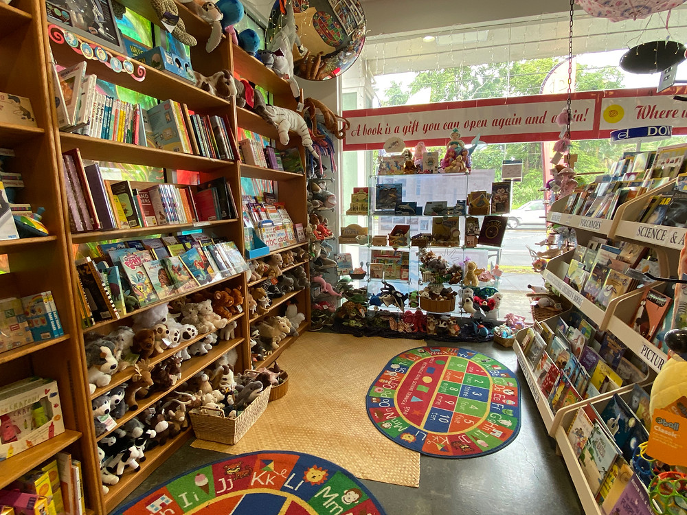 cool indie bookstores to visit on hawaii big island hilo basically books