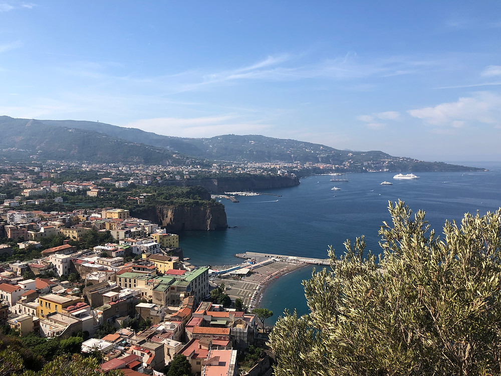 books set in Naples books by Elena Ferrante italian authors books that atke place in italy