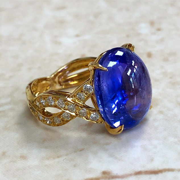 Vintage 12.50 Carats Untreated Cabochon Sapphire And Diamond Ring By Carvin French
