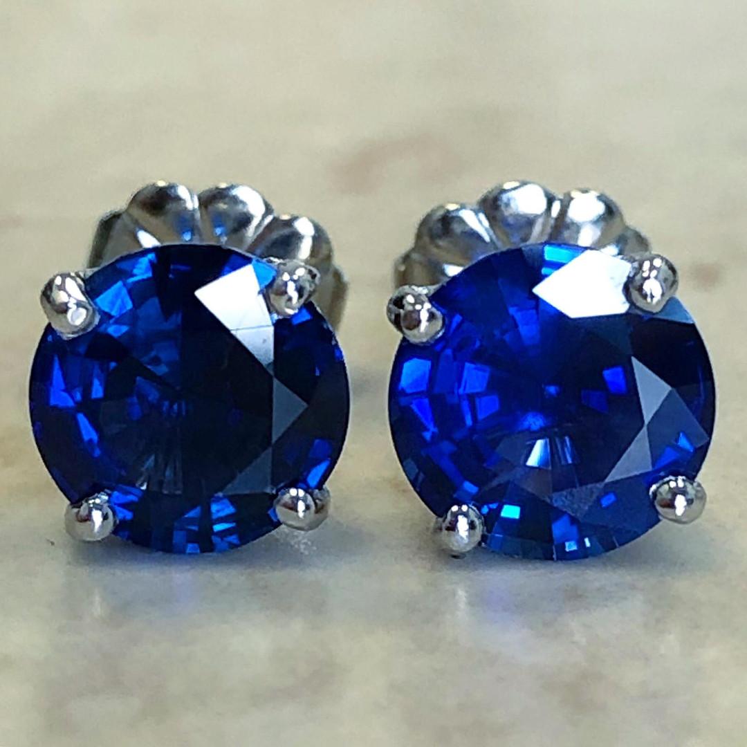 2.65 Carats Sapphire Stud Earrings