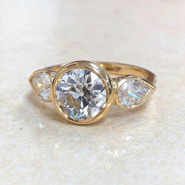 18 Karat Yellow Gold 2.09 Carats Diamond Engagement Ring