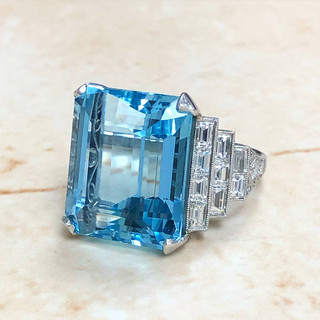 Fine 20 Carats Aquamarine and Diamond Ring