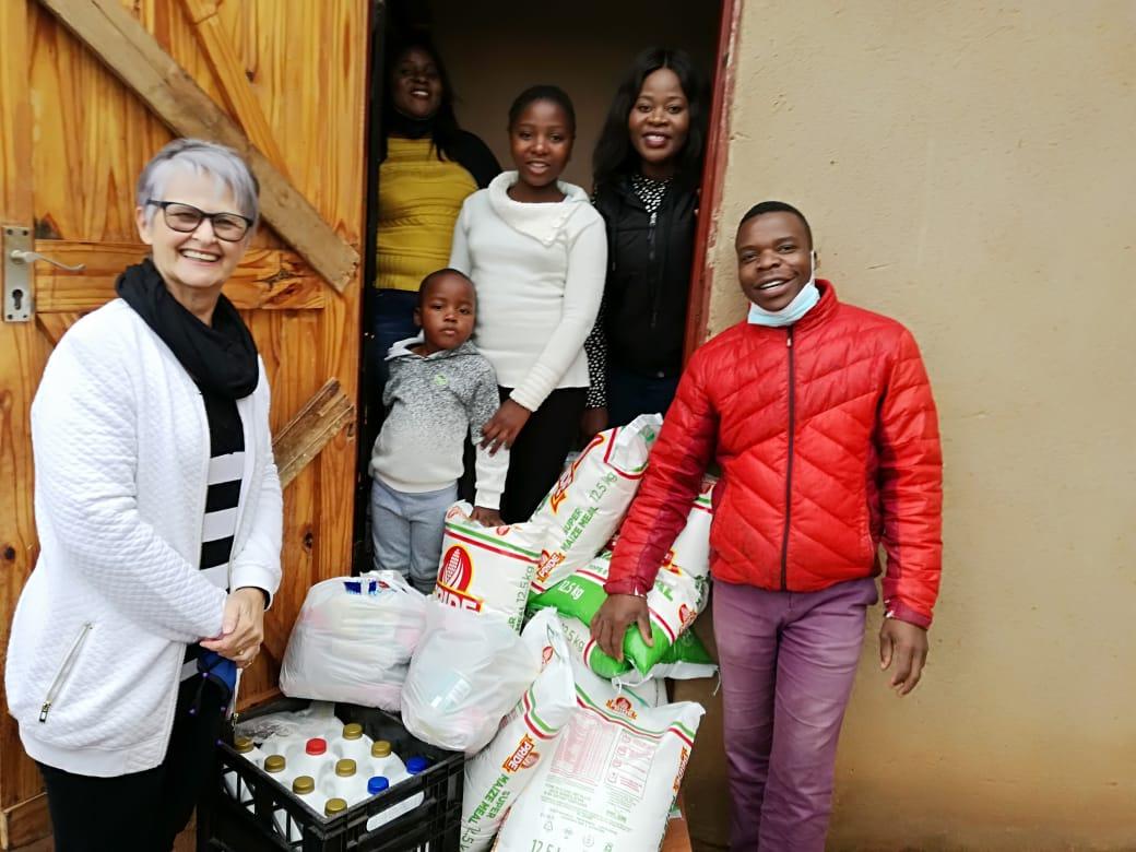 SP group photo food distribution Nov 202