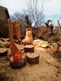 Pica pinos y cubo volcado