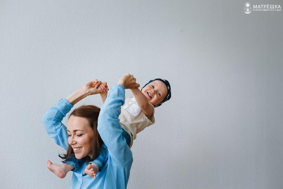 Семейная фотосъёмка с детьми в студии