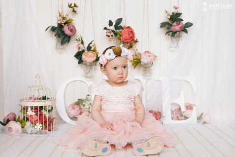 Фотосъёмка на год ребёнку в студии