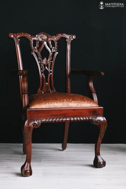 фотостудия с интерьерным стулом