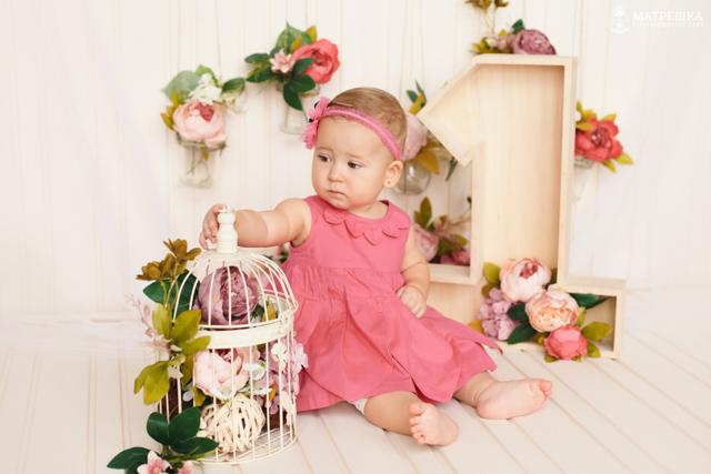 Фотосессия на год ребёнку в студии