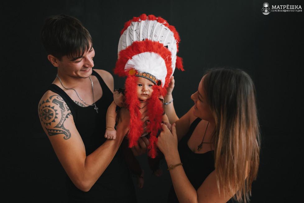 Профессиональная семейная фотосессия в студии
