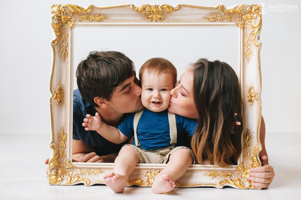 Семейная фотосессия с детьми в студии