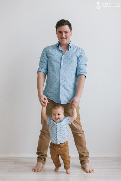 Профессиональная фотосессия для семьи в студии