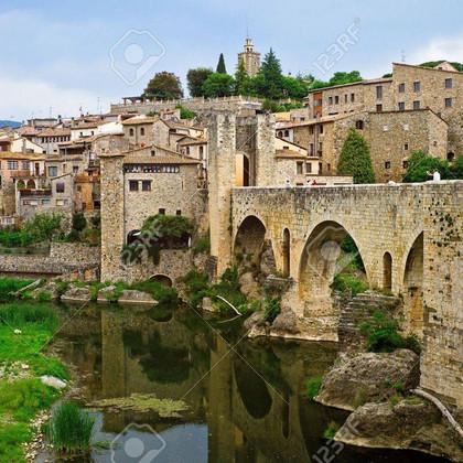 besalu-village-médiéval-catalogne-espagn