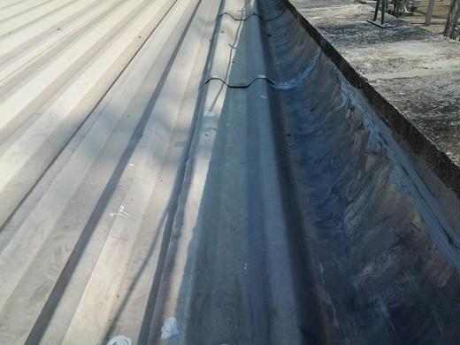 Limpeza de calhas estruturais em subestações