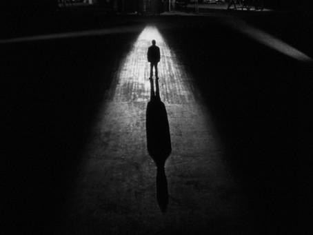 Courir après son ombre c'est laisser le soleil derrière soi