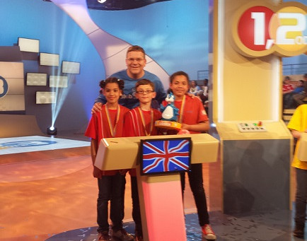 "German Saturday School Croydon wins TV show ""1, 2 oder 3""!"