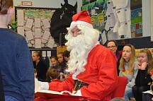 Besuch vom Nikolaus an der DSS Ealing