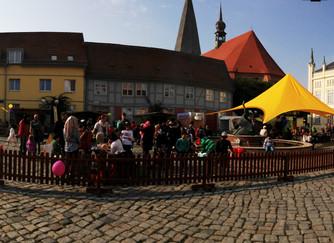Familienfest BLUME FÜR BÜTZOW auf dem Marktplatz in Bützow, mit Malstraße vom Allerhand e.V.