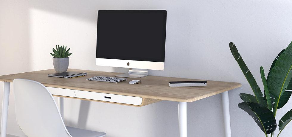Lampe de bureau pliable design sur un bureau en bois avec un iMac