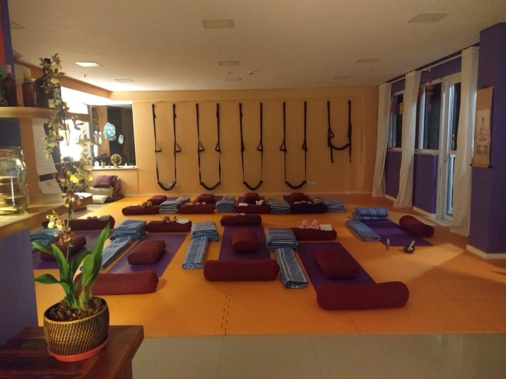 sala yoga restaurativa.jpg