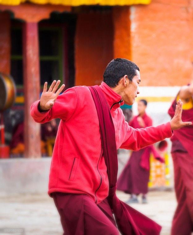 KUM NYE DANCE: O Corpo em Movimento