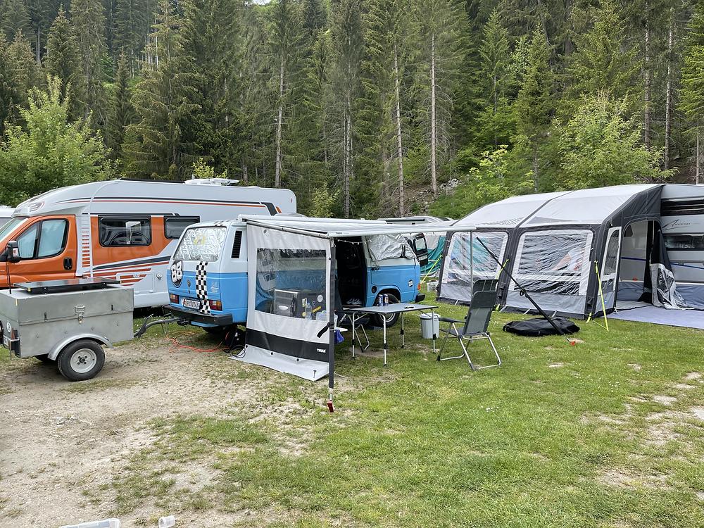 Unser Stellplatz in Disentis auf dem TCS Camping.