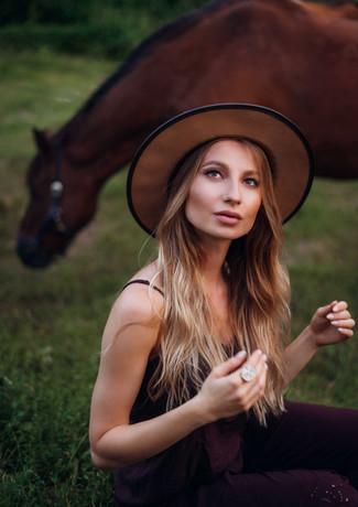 photoshoot-with-horses-11.jpg