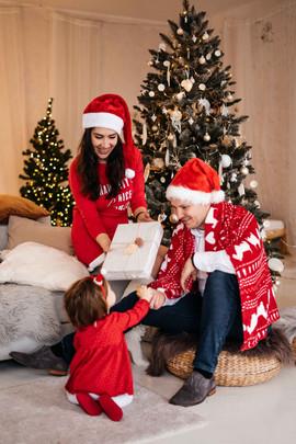 christmas-studio-photoshoot-31.jpg
