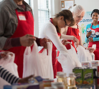 Voluntee event to help pack food for hungry