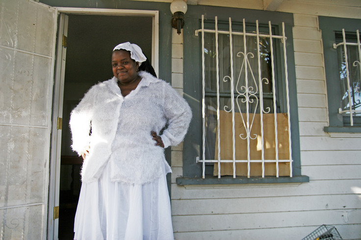 Orisaneke comes from a family of Yoruba practitioners who immigrated from Cuba a generation before. Yoruba, a traditional West African religion, has been syncretised with Catholicism to create Santeria – most popularly in Cuba. Orisaneke stands outside her South Los Angeles home wearing the traditional all-white garb, which signifies purity in the Yoruba religion. Today she will celebrate the 18th anniversary of her crowning as an Orisha Priestess of Shango by hosting a large party for friends and family.
