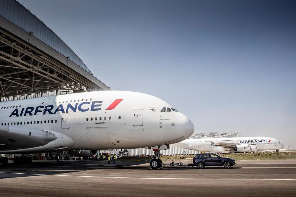 Cayenne S pulls an A380