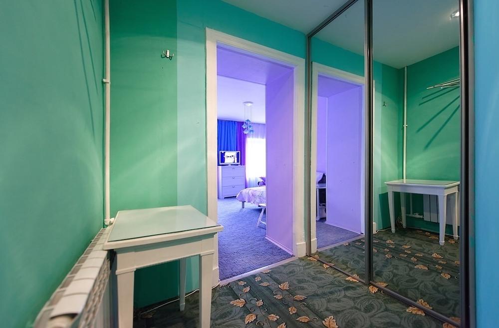 Квартира в центре Петербурга посуточно Холл