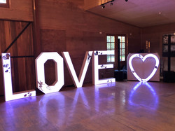 DDE_Love_Sign_02jpg