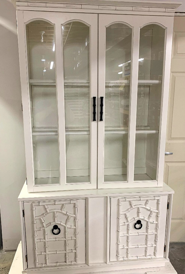 China Cabinet: White Dove with Gray Glaz