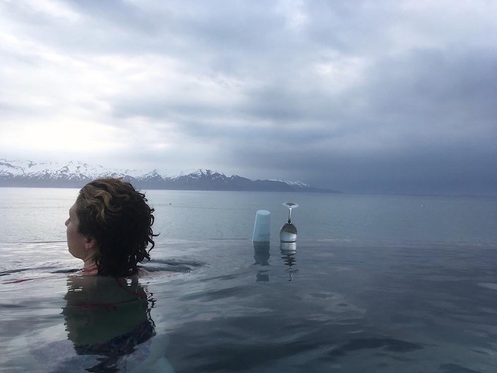 Emanda Percival, hot pools, geothermal pools, hot tubs,natural pools, Iceland, nature, countryside, body, body shaming, úr vör, vefrit, Aron Ingi Guðmundsson