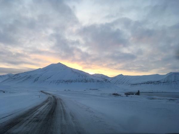 Arnhildur Lilý Karlsdóttir, pistill, Vestfirðir, Þingeyri, landsbyggðin, sólin, árstíðir, úr vör, vefrit