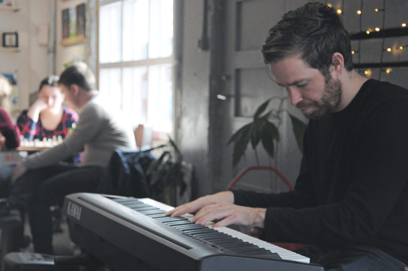 Philip Zach, Húsið-Creative Space, Julie Gasiglia, úr vör, vefrit