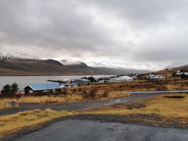 Í hvaða þorpi sem er, Gréta Bergrún Jóhannesdóttir, pistill, landsbyggðin, þorp, sveitarómantík, þorpsmenning, úr vör, vefrit
