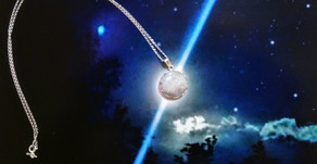 M∞N Light Necklace