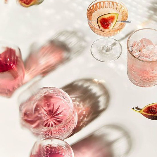 Refreshing mocktails or cocktails always make a table look beautiful. Use unique glasswear.