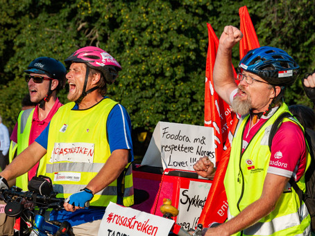 Delivery riders on strike - repairing bicycles for free
