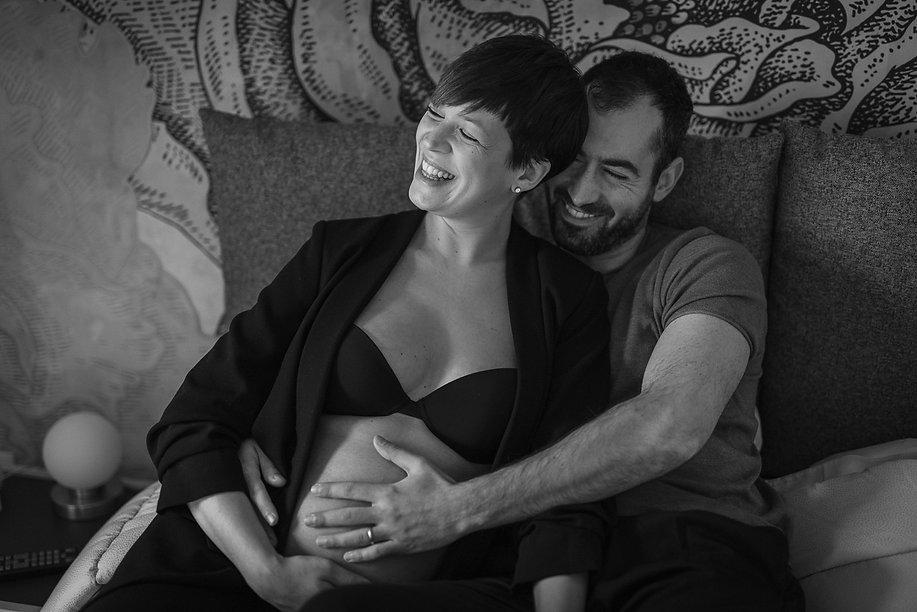 coppia felice in attesa del loro bimbo